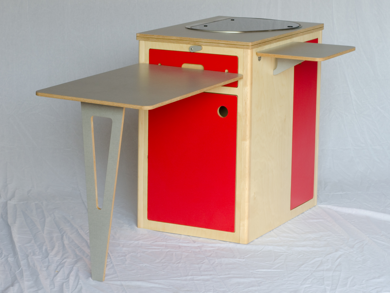 Caping pod closed with table